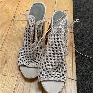 b. makowsky Shoes - B makowksy size 9 nude sandals